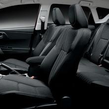 2013-Toyota-Auris-Hatchback-JDM-16