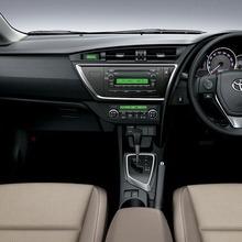 2013-Toyota-Auris-Hatchback-JDM-17