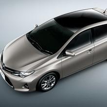 2013-Toyota-Auris-Hatchback-JDM-24