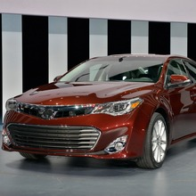 2013-Toyota-Avalon-02