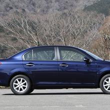 Toyota-Corolla-Axio-JDM-2013-03