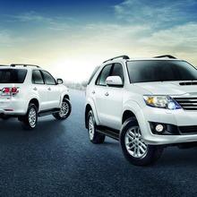 2013-Toyota-Fortuner-01