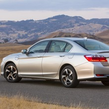 2014-Honda-Accord-PHEV-01