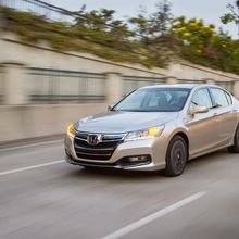 2014-Honda-Accord-PHEV_01