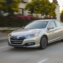 2014-Honda-Accord-PHEV_02