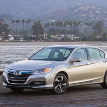 2014-Honda-Accord-PHEV_04
