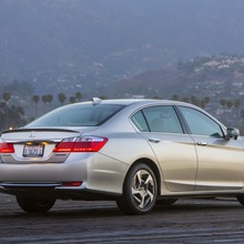 2014-Honda-Accord-PHEV_05