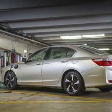 2014-Honda-Accord-PHEV_06