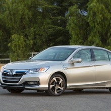 2014-Honda-Accord-PHEV_07