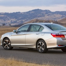 2014-Honda-Accord-PHEV_08