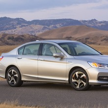 2014-Honda-Accord-PHEV_09