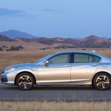 2014-Honda-Accord-PHEV_10