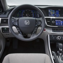 2014-Honda-Accord-PHEV_23