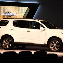 Chevrolet-TrailBlazer-side-2