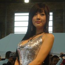 Hwang-Mi-Hee-2011-DTP-Auto-Show-18