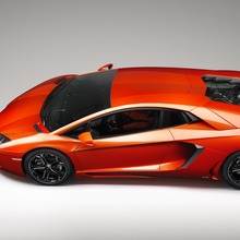Lamborghini-Aventador-Official-01