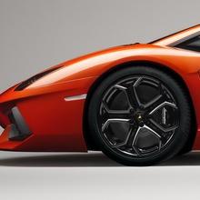Lamborghini-Aventador-Official-03