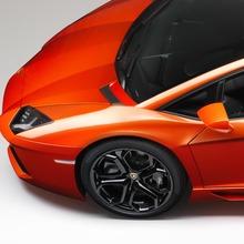Lamborghini-Aventador-Official-04