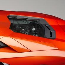 Lamborghini-Aventador-Official-05