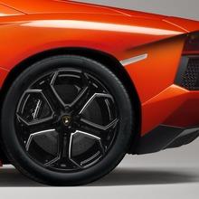 Lamborghini-Aventador-Official-11