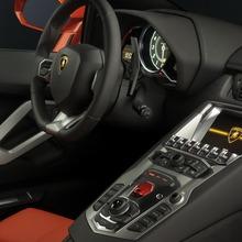 Lamborghini-Aventador-Official-14