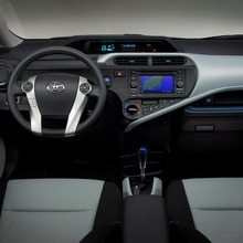 Toyota-Prius-C-15
